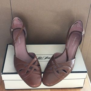 Lifestride naturalizer beige sandal heels 8 1/2